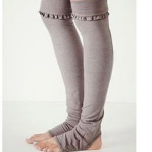 Solow movement leg warmers